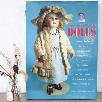WORLD GUIDE TO DOLLS